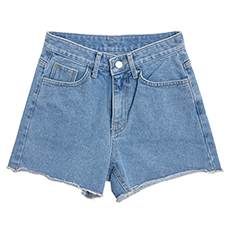 Cutting denim short pants